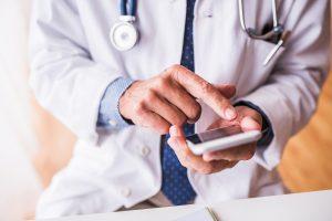 Confirmação de consultas médicas: como reduzir o índice de absenteísmo?